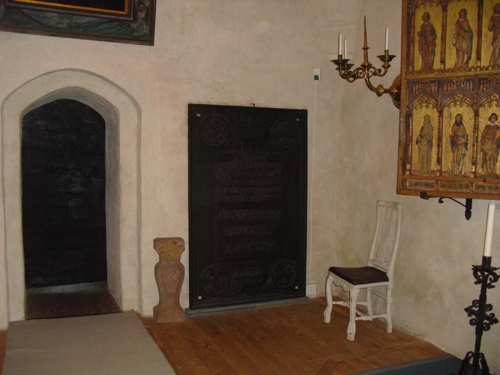 Gravhäll för Jonas Bolin och Elisabet Raclitz, Stora Skedvi kyrka.