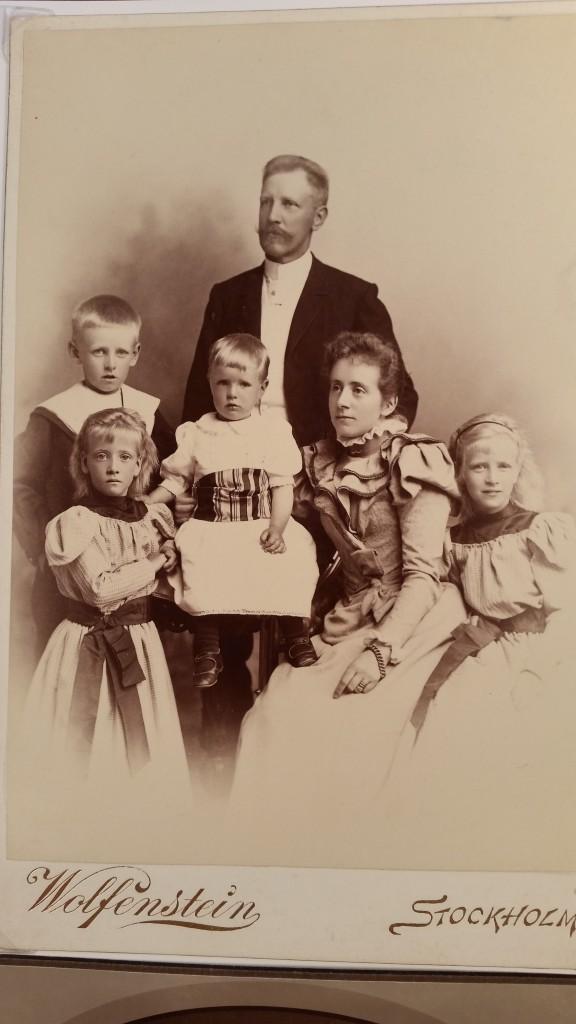 Otto och Helene Redlund med barn